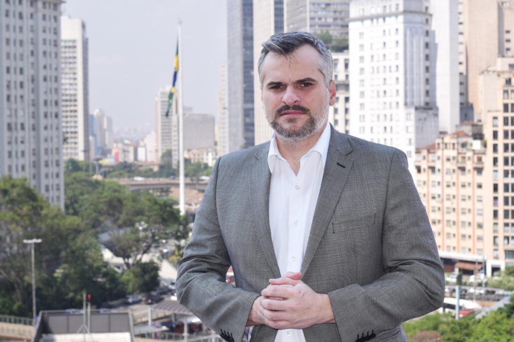 Bruno Covas sanciona PL de vereador que defende Sapopemba que barra homenagem a Lula e Maluf como nomes de rua