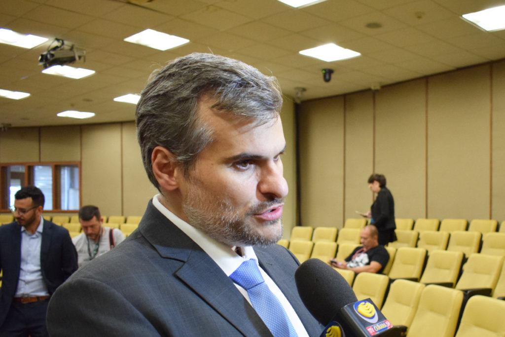 Pastor conservador, Digilio vota a favor de Câmara abrir mão de R$ 38 milhões para o Coronavírus